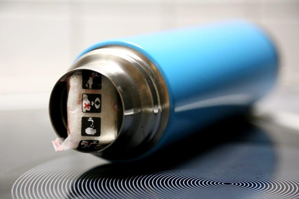 Geschirrspültab zur Reinigung der Thermosflasche